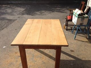 Antique / vintage sold oak table