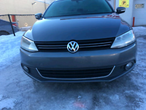 2013 Volkswagen Jetta fully loaded with bluetooth and sunroof