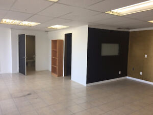 700sq/ft Commercial space for lease; Off Merival and Hunt Club