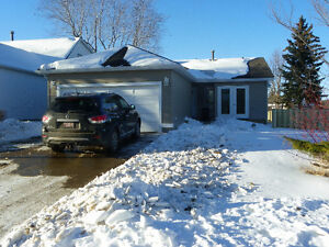 Bright Spacious Sherwood Park Bungalow  Available Feb 15
