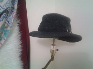 THE TILLEY WINTER HAT SIZE   7 1/4