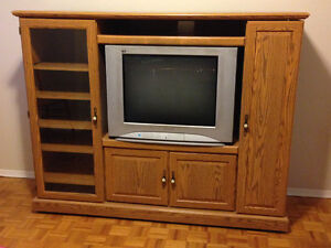 Excellent condition entertainment unit