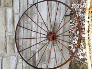 Roue de charette antique