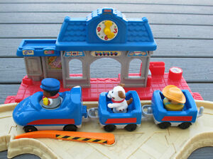 Fisher Price Little People Lil' Movers Motorized Train Gatineau Ottawa / Gatineau Area image 4