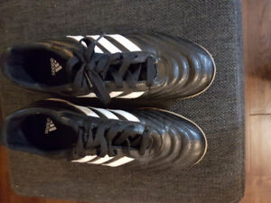 Adidas Soccer Shoes - Indoor (Women's Size 7)