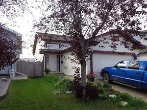 Downtown beautiful house with garage - Utilities included