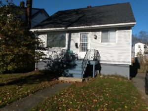 Sublet June-July - Cozy house with big backyard!