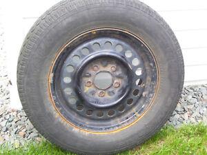 4 pneus P205/70/R15 avec jantes 5 trous