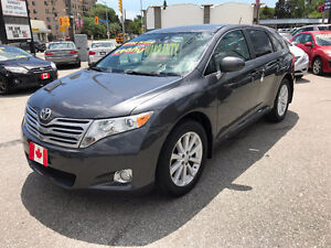 2010 Toyota Venza LE Crossover...LOW KMS...MINT COND.