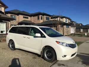 2013 Toyota Sienna Minivan, Van Fully Loaded