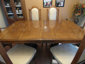 Solid Oak Table with extension leaf and six chairs