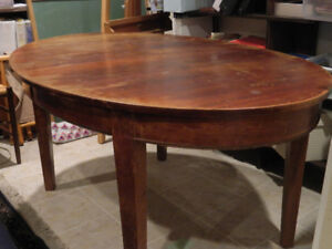 Antique Federal Style Oval Mahogany Table