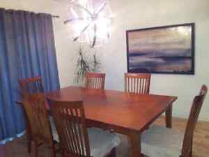 Dining table London Ontario image 7