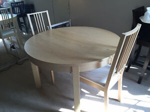 Extendable Dining Table (Original value of $450)