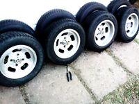 4 mags 13 pouces avec pneus 175/70/r13 presque neuf