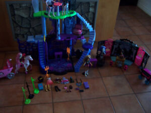 Monster High Catacombs Play-set, Party Lounge & more (REDUCED)