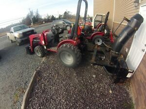 Mahindra 25hp only 5 years old with 200 hours on it!