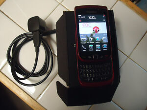 RED BLACKBERRY TORCH 9800 SMARTPHONE  WORKING PERFECTLY