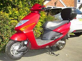 Honda SCV 100 Lead, Red. Very low milage , top box and apron included.