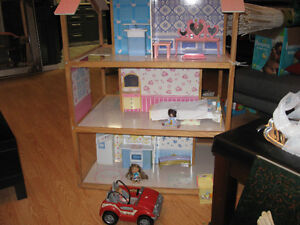 dollhouse with accessories