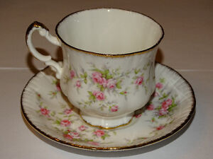 Paragon Victoriana Rose Cup and Saucer, Excellent Condition London Ontario image 2