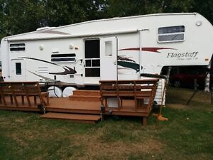 2008 Flagstaff 5th wheel with rear bunks