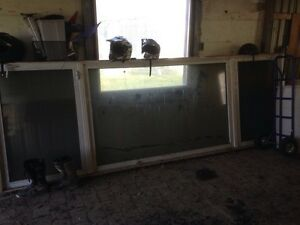 Dashwood window with 2 crank outs