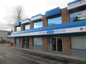 BUSY RETAIL/OFFICE STORE FRONT FOR LEASE!