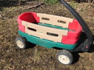 chariot enfant, chaises de jardin, table littletikes, jardiniere