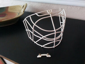 Cooper HM30 single-bar cat-eye for goalie helmet