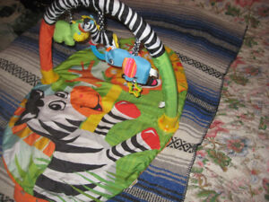 Activite gym pour bebe. Activity gym for baby.