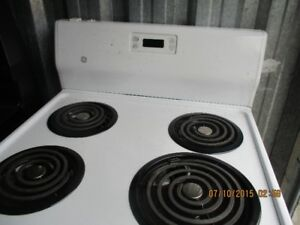 GE APT SIZE ELECTRIC STOVE VERY CLEAN