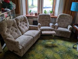 La-z-boy lazy boy 3 piece suite, sofa and 2 arm chairs reclining