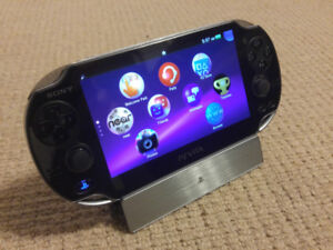 SONY PS VITA - PCH-1001 - 7 GAMES - MINT CONDITION