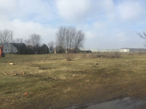 BUILDING LOT - 1 ACRE LEAMINGTON AREA