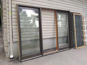 Porte patio de 9 pieds de largeur en bois et alluminium