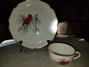 GEOGIAN CHINA RED CARDINAL SANDWICH/TEACUP PLATE - EX. COND.