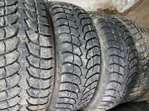 225/60R16 winter claw, 4 beaux tire d'hiver