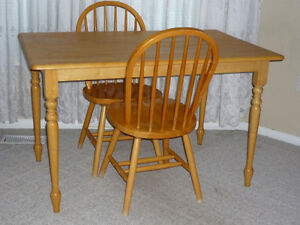 Wooden table and 2 Chairs : Excellent Condition:Clean:SmokeFree Cambridge Kitchener Area image 1