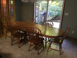 RICHARDSON BROTHERS SOLID OAK DINING ROOM SET