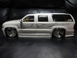 scale 1.18 die cast 2003 chevrolet  suburban made by jada toys