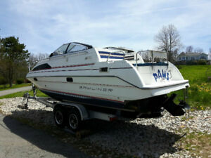 Bay liner Cruiser with trailer