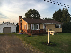 ** REDUCED Cozy House with private back yard - Bouctouche