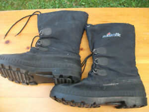 "Mens KAMIK Winter Boots Removeable Liner Size 10 10.5 (12"" long)"