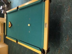 Pool table slate 4'x8' Dufferin comes with cue rack & cues both