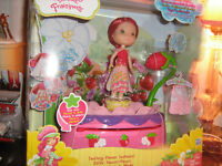 NEW STRAWBERRY SHORTCAKE COLOR CHANGE TWIRLING FLOWER SET