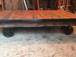 Table de salon style antique