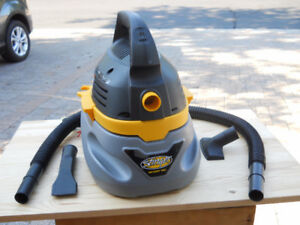 Vacuum wet and dry by Stinger with hose and parts like new