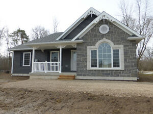 NEW BUNGALOW IN SHALLOW LAKE!