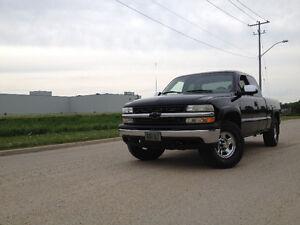 2000 Chevrolet Silverado 1500 LS Z71 Pickup Truck